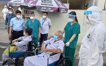 18 bệnh nhân COVID-19 lớn tuổi, nhiều bệnh nền được xuất viện
