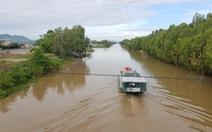 Nước phù sa cuồn cuộn trên kênh Vĩnh Tế nhưng lũ dự báo về trễ hơn 1 tháng