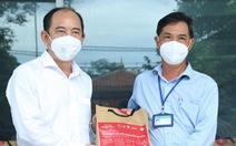 Trao 1.400 túi thuốc, tiếp sức Bình Tân vững thành trì chống dịch
