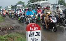 Kẹt xe kéo dài tại ngã tư Bình Triệu