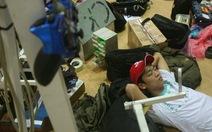 Ăn ngủ cùng robot