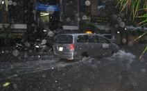 Nha Trang: Mưa đầu mùa, đường biến thành sông