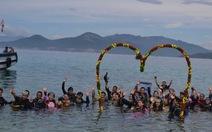 Đám cưới tập thể dưới nước