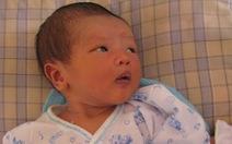 Một trẻ sơ sinh bị bỏ rơi trên xe khách