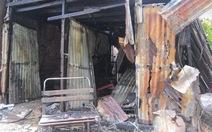 Cháy lớn thiêu rụi 4 căn nhà ở Tân Phú