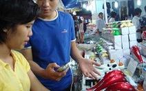 Hàng ngoại ở hội chợ hàng Việt