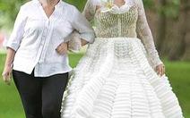 Váy cưới làm từ 5.000 bong bóng