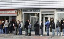 Thủ tướng Tây Ban Nha hoãn kỳ nghỉ vì nợ quốc gia