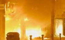 Bạo loạn làm hoãn nhiều trận đấu tại London