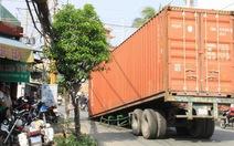 Container rơi dưới chân cầu Tân Thuận