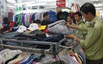 Hàng lậu vào trung tâm thương mại