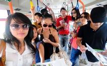 """""""Sao"""" du lịch Sài Gòn bằng xe buýt xanh"""
