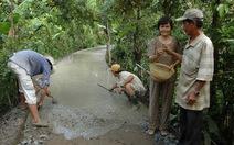 Khi các lão nông làm lộ, xây cầu