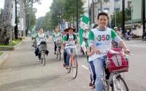 Bạn trẻ đạp xe hưởng ứng Ngày quốc tế không khói xe