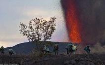 Cắm trại ngắm núi lửa phun trào!