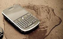 """Mẹo cứu BlackBerry """"tắm"""" nước"""