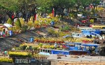 Chợ hoa xuân trên bến dưới thuyền ở Phú Mỹ Hưng