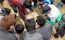 Hội làng tràn lan cờ bạc