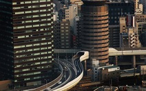 Đường cao tốc chui xuyên qua tòa nhà