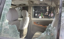 Thanh tra xây dựng đập vỡ kính xe taxi