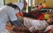 11 người nhập viện vì ngộ độc