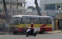 Xe buýt đang chạy bốc cháy
