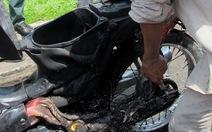 Xe gắn máy bốc cháy khi đang chạy