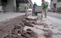 Video bạn đọc: Đổ trộm hàng tấn bùn xuống đường