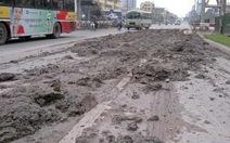 Đổ trộm hàng tấn bùn đất phế thải