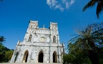 Thăm nhà thờ cổ Mằng Lăng