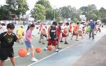 Học và chơi bóng rổ ở đâu?