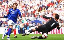 Carroll đưa Liverpool vào chung kết