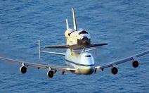 """Hình ảnh máy bay Boeing """"cõng"""" tàu Discovery"""