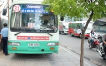 Xe buýt mất thắng, cả trăm người tái mặt
