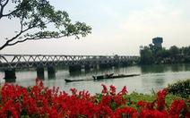 Qua cầu Bạch Hổ
