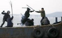 Hàn Quốc công bố ảnh bắt 9 ngư dân Trung Quốc