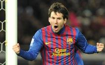 Messi chạm một tay vào Chiếc giày vàng
