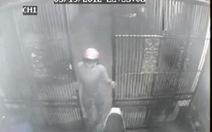 Clip trộm xe máy trong nhà riêng