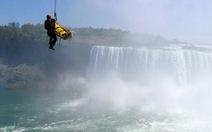 Sống sót sau khi lao xuống thác Niagara