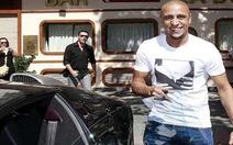 Roberto Carlos dạo chơi cùng siêu xe