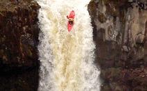 Chèo thuyền đổ thác cao 21m