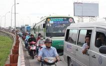 Tiếp tục kẹt xe do sửa cầu Bình Điền