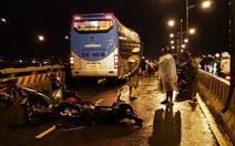 Kẹt cứng cầu Bình Triệu vì tai nạn giao thông