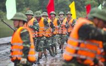 Trực thăng, xe lội nước luyện tập phòng chống bão lũ