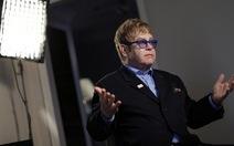 Elton John kiện báo chí tội phỉ báng