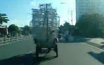 Video bạn đọc: xe chở cồng kềnh, lạng lách