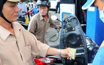 Giá xăng dầu: doanh nghiệp tự điều chỉnh theo quy định