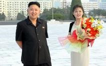 Vợ chồng Kim Jong Un viếng tượng cha và ông