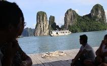 Quảng Ninh cấm tàu du lịch đến làng chài?