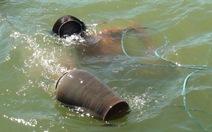 Xuống đáy sông Hương mò cổ vật